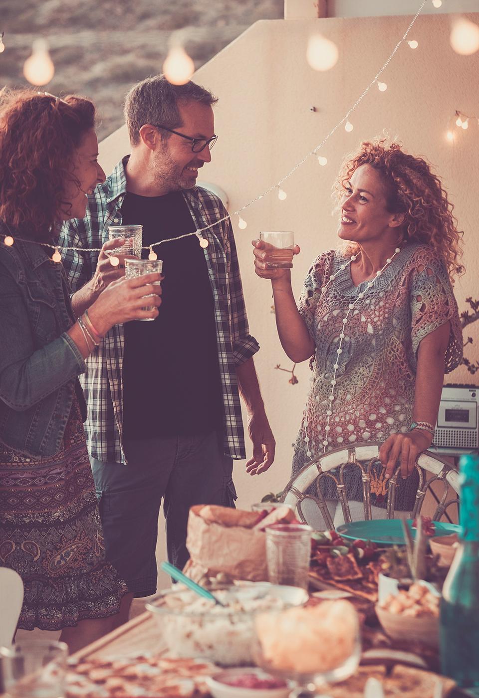 Communicatie strategie. Vrienden tijdens een feestje.